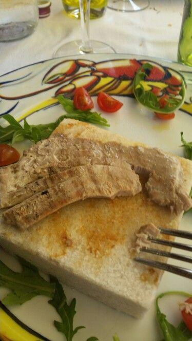 Tonno su mattonella dello chef al sale dolce di Cervia