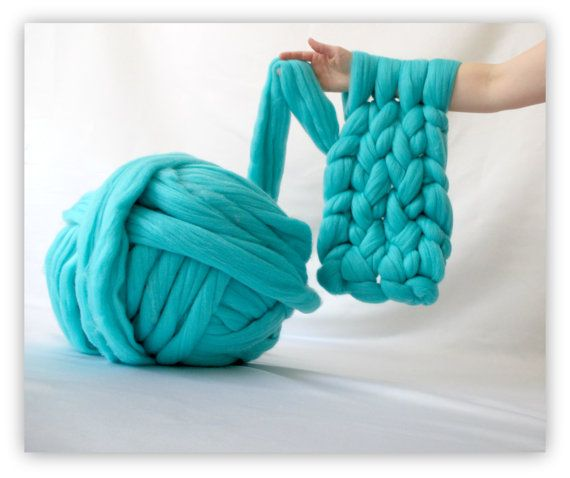 You may use your arms to knit a chunky blanket or scarf like those by Ohhio #armknitting #knitting #chunkyknits