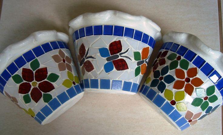 Vaso de parede tamanho pequeno (12 cm de altura). Cliente pode escolher a cor da borda.