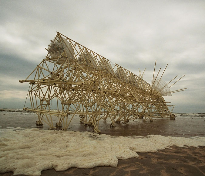 Theo Jansen, Strandbeest. STOP! ENTER! Watch this beest walk the sand dunes. SES