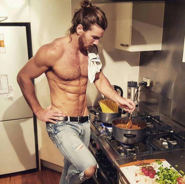 ¿Cómo haces para manejar el trabajo? ¿Y además tu hogar? | 23 Fotos que prueban que el lugar del hombre es definitivamente la cocina