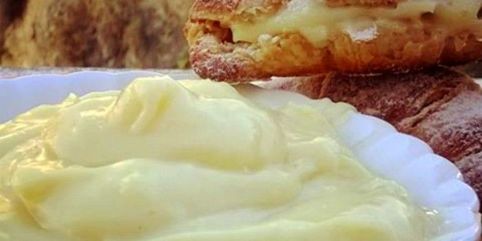 Crema Pasticcera Bimby con un uovo | #GustosissimoByCarmen crema pasticcera buona, versatile e compagna complice di tante basi come torte, paste frolle, bignè, croissant, biscotti… insomma contenitori ideali che accompagnano questa crema deliziosa