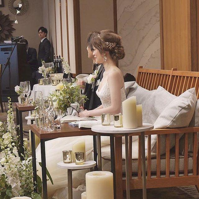 . 高砂はソファ席に🌿 . . ✔️ゲストとの距離が近い ✔️旦那さんともいつもの距離で話せる ✔️ドレスを見てもらえる . ソファにしてよかったなと思います☺️ . . 装花はホワイトとグリーンでまとめ、 シルバーの器やキャンドルホルダーをポイントにしてもらいました🌿 . . #プレ花嫁 #福岡花嫁 #日本中のプレ花嫁さんと繋がりたい #marry花嫁 #marry #marry花嫁図鑑 #ワーキング花嫁 #結婚準備 #ウェディングドレス #ドレス迷子 #2017秋婚 #2017冬婚 #2018春婚 #モニークルイリエ #wedding #weddingdress #ウエディングソムリエ #ウエディングソムリエアンバサダー #トリートドレッシング #wts花嫁 #卒花 #卒花嫁 #卒花レポ #卒花しました #ウエディングレポ #ウエディングフォト #挙式レポ #ハナコレストーリー #ハナコレ #withthestyle
