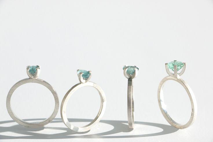 Série Cores do Mar / Colors of the sea collection - Essa é uma série limitada de apenas 16 anéis de prata fosca com pedras incríveis nas tonalidades do oceano, que vão do verde água ao azul profundo. #joiasliê