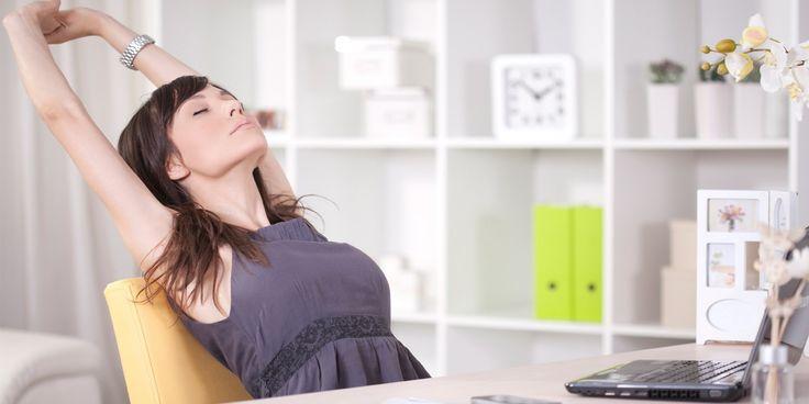 De hele dag zitten is slecht voor je gezondheid. Zelfs als je daarnaast nog voldoende hardloopt. Zes tips om ook op je werk in beweging te blijven.