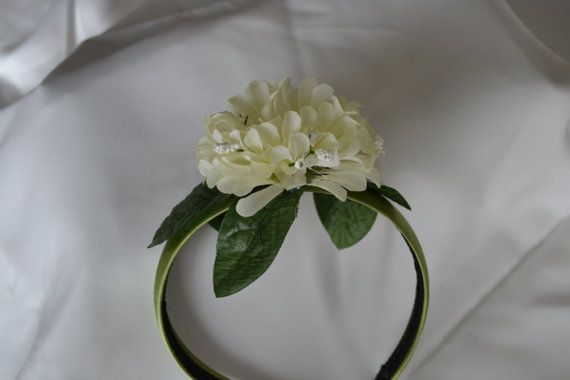 Adorable satin moss green headband with a beautiful white floral detail. Perfect for little girls on any occasion, especially parties, weddings,