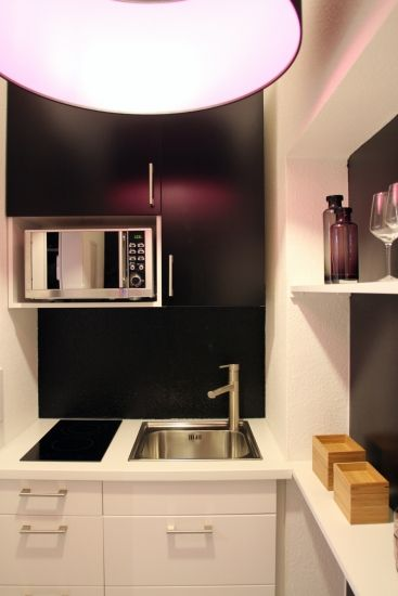 hochwertige Singleküche mit modernem, klarem Design