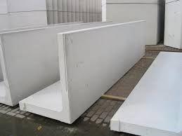 25 beste idee n over betonnen keerwanden op pinterest draagmuur tuinen spoorbielzen en - Moderne tuin ingang ...