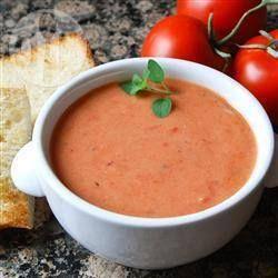 Sopa creme de tomate @ allrecipes.com.br - Esta é uma maneira fantástica de fazer uso de tomates frescos maduros em abundância. É uma sopa cremosa (leva leite) e acompanha bem um pão torrado.