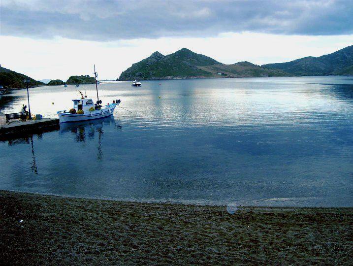 Green-blue waters and astonishing views will surprise you in #Grikos..  Wishing you a lovely weekend.   #patmosaktis #grikosbay www.patmosaktis.gr