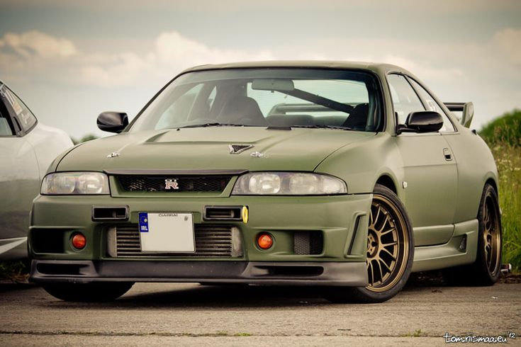 Mean R33 GT-R, the R32-R34 skyline gtr has always been my favorite.  This one is beautiful.