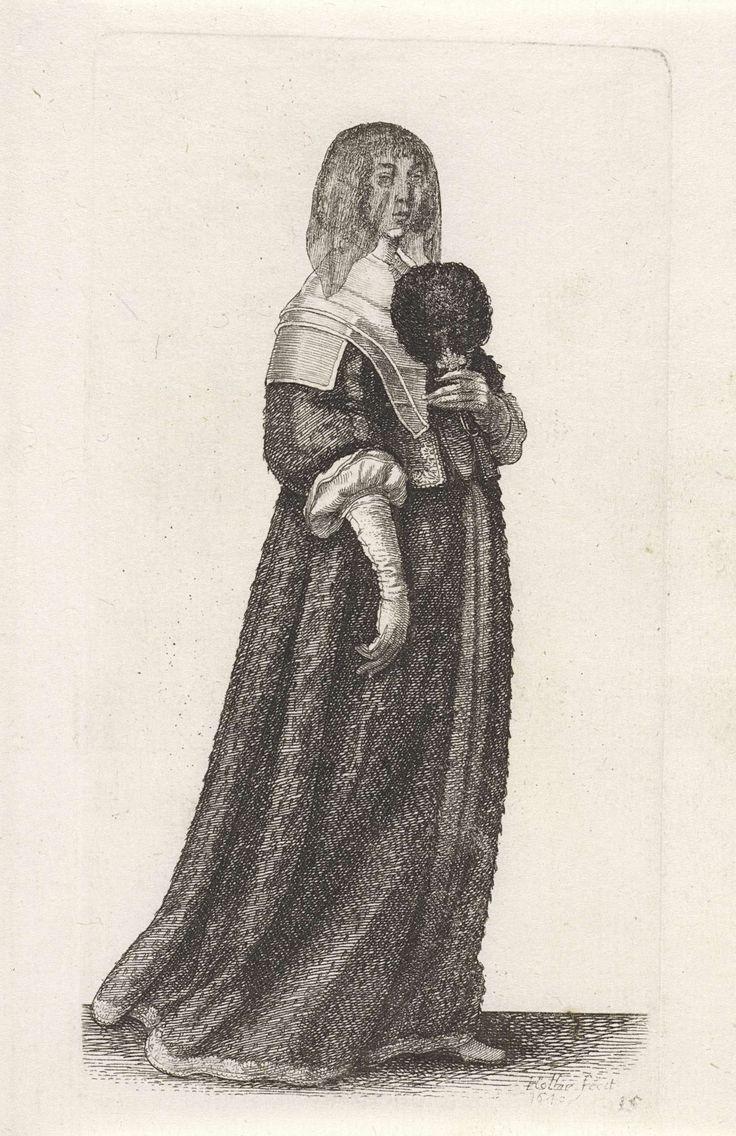 Wenceslaus Hollar | Ornatus Muliebris Anglicanus (The Clothing of English Women), Wenceslaus Hollar, 1640 | Engelse dame met het haar strak naar achteren gekamd, maar op het voorhoofd en vanaf de slapen hangende gefriseerde krullen. Hieroverheen een transparante zwarte voile. Gekleed in een japon bestaande uit een kort lijf met lage rechte halsuitsnijding, hoge taille, wijde 7/8 mouwen, schoot bestaande uit verschillende panden, op een lange, ruime rok enigszins slepend op de grond. De…