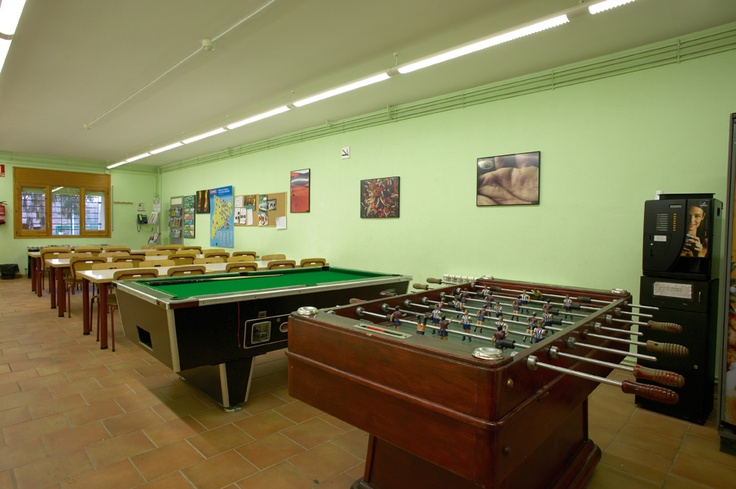Del Pallars - Tremp. Equipat per a persones amb mobilitat reduïda (consulteu a l'alberg). Sala de TV i DVD, sala de jocs, calefacció, zona enjardinada, zona esportiva i solàrium.