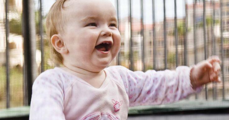 Actividades de manualidades para infantes de 0 a 18 meses. Los bebés y niños pequeños necesitan experiencias de aprendizaje tempranas para el desarrollo emocional, social e intelectual. Sin embargo, las clases formales y actividades que empujan al bebé a aprender los conceptos antes de estar preparados no ayudan a su desarrollo, de acuerdo con el Centro del bebé. Las mejores actividades infantiles ...