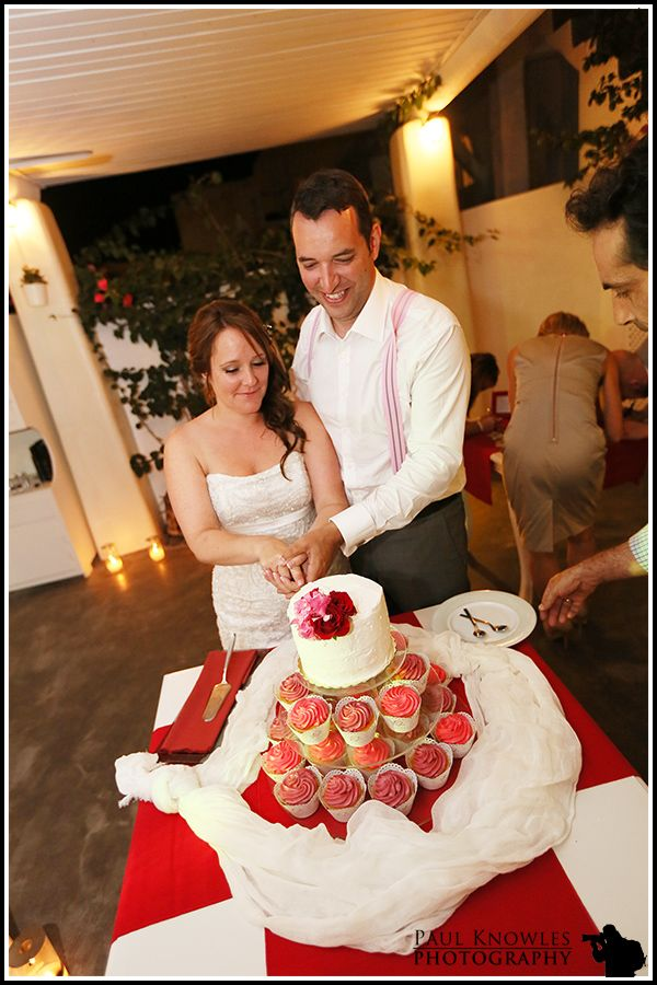 Use colour on your cake to match your theme!