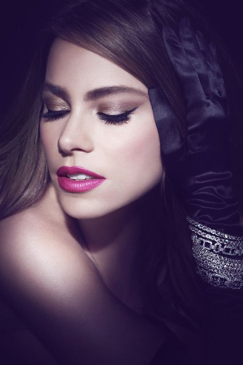 GENTE DE COLOMBIA - SOFIA VERGARA ||| COVERGIRL Sofia Vergara wearing Bombshell Mascara
