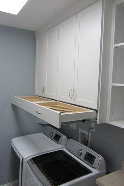 Quem disse que mesmo que sua lavanderia seja minúscula, não pode ser organizada e funcional, veja...