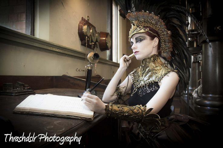 inspiratie voor een nieuw werk voor aan de muur: een mooie vrouw in steampunkkleding.