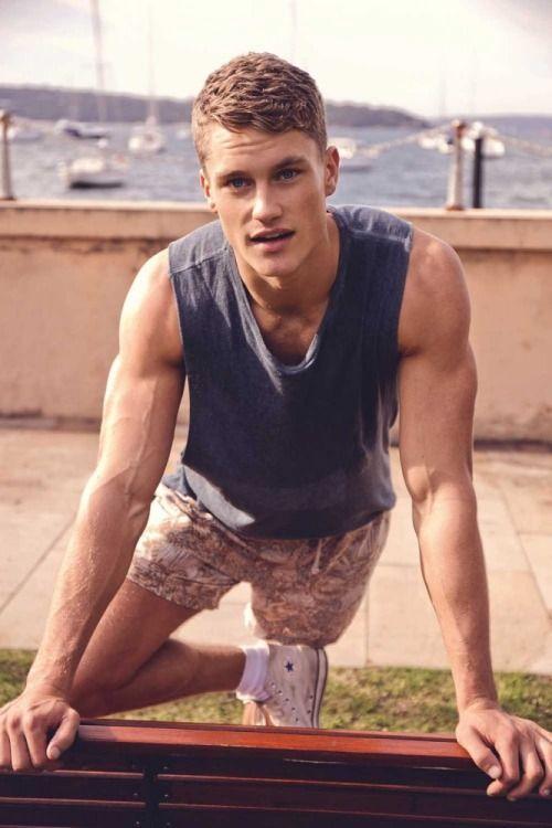 Гей видео красивых мужчин фото 675-413