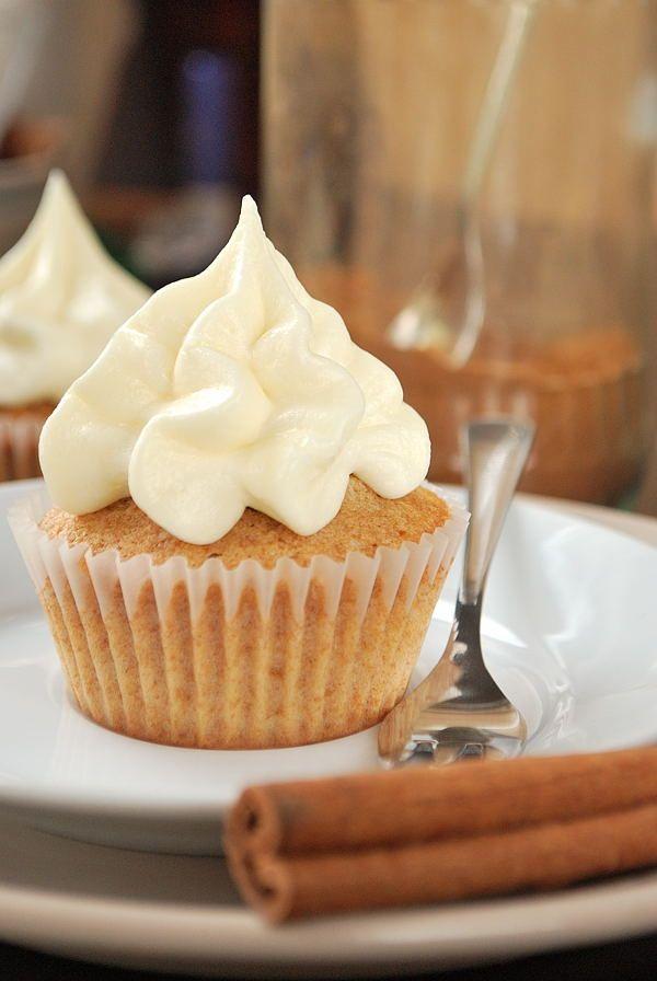 Zimt-Cupcakes mit Frischkäse-Frosting