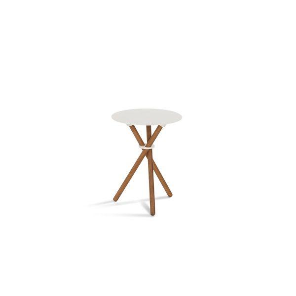 EH 9 - Stool or Side Table. Powder painted steel table top, oiled legs and powder painted steel ring. #table #sidetable #steel #steeltable #oak #oaklegs #stool #chair #danishdesign #eberhartfurniture