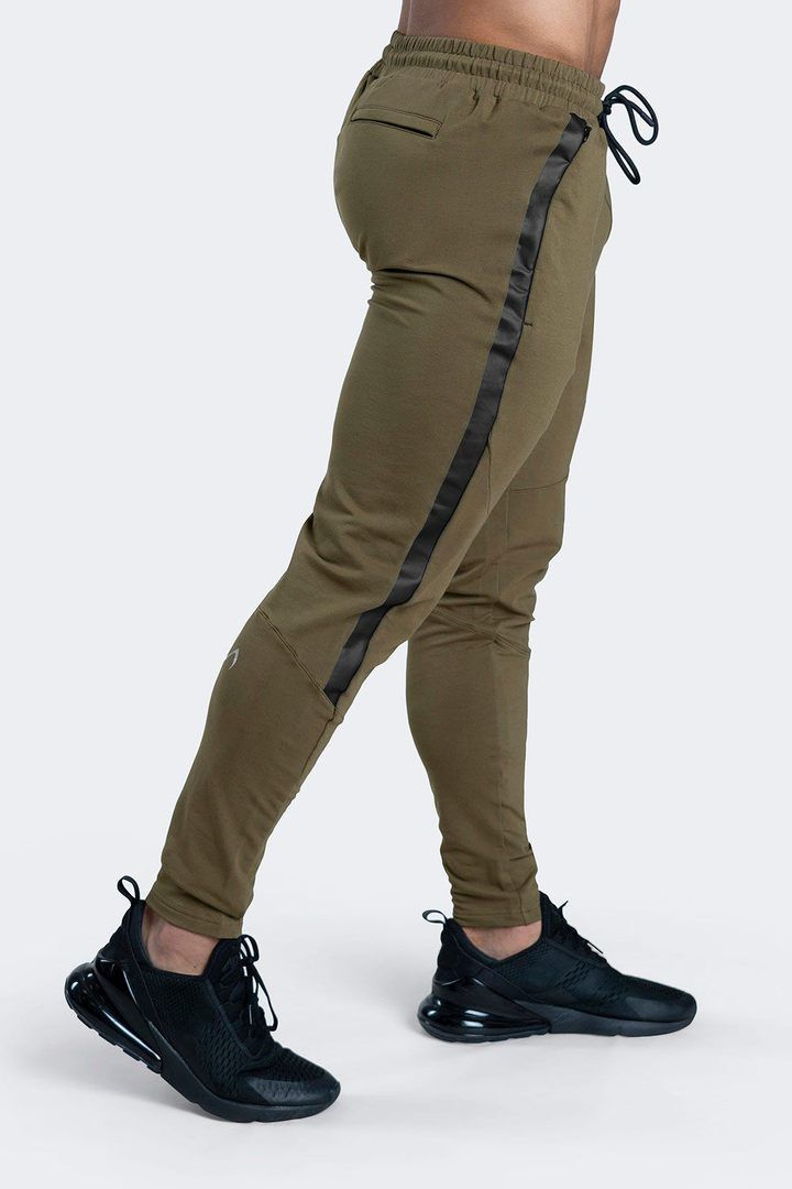 Athletic Outfits, Athletic Wear, Mens Jogger Pants, Joggers For Men, Calf Leg, Boys Clothes Style, Joggers Outfit, Mens Fashion Wear, How To Slim Down