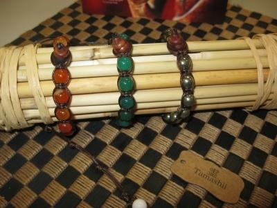 Nuovi braccialetti Tamashii, i gioielli dell'anima dei monaci tibetani buddisti, fatti interamente a mano con materiali e pietre naturali.