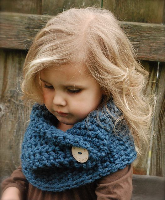 Ravelry: The Tuscyn Cowl pattern by Heidi May