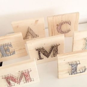 ...und so toll haben die Kinder beim Geburtstag gebastelt!  Jeder seinen Anfangsbuchstaben #bild #basteln #holz #nägel…