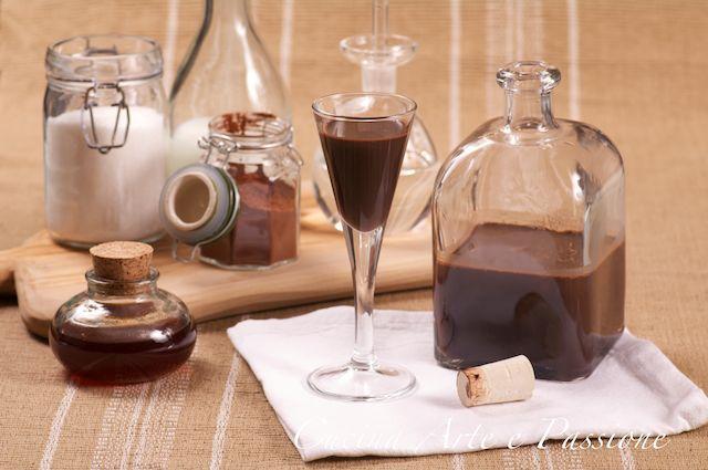 Questo liquore piace un sacco alle amiche prima di tutto perchèè al cioccolato e poi è poco alcolico, quindi consiglio di provarlo! Ingredienti 500 gr di