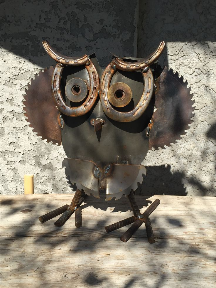 Wise old owl, metal garden art.