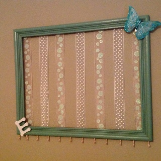 Baby girl DIY bow and headband holder **i like the hooks at the bottom for headbands