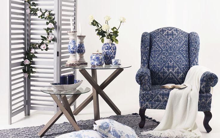 Fotoliul Panihati, cu al său pattern elegant ce aminteşte de albul litoralurilor şi albastrul Mărilor Sudului.