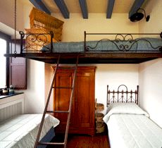 10 Tips for Staying at a Hostel