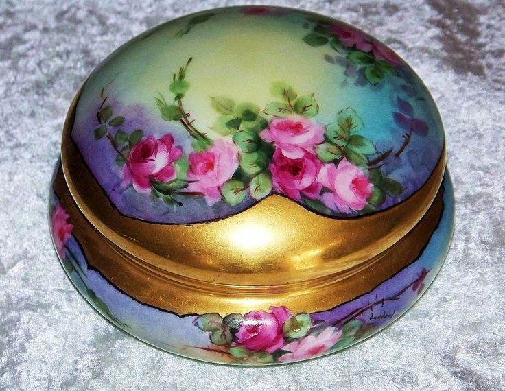 """Fabulously Decorated Germany 1900's Hand Painted Vibrant """"Deep Red & Pink Roses"""" 6"""" Dresser Box Casket by the Artist, """"Suddard"""""""