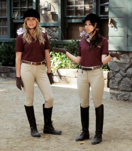 Hanna and Mona even look good in jodphurs. Love Mona's addition of the scarf.