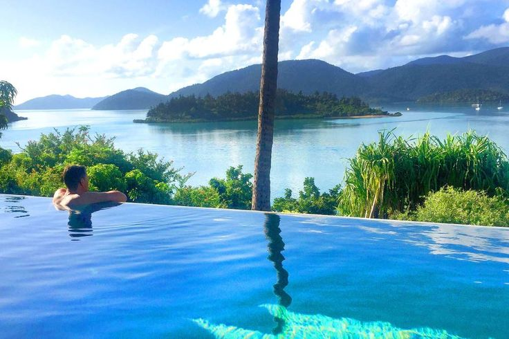 Entire home/apt in Shute Harbour, AU. Stay in your own secluded tropical paradise! Luxurious, self contained studio with views that will dazzle your senses. Swim in your own private 10m infinity pool and enjoy champagne in the jacuzzi whilst taking in the BEST VIEWS IN THE WORLD. $360 night