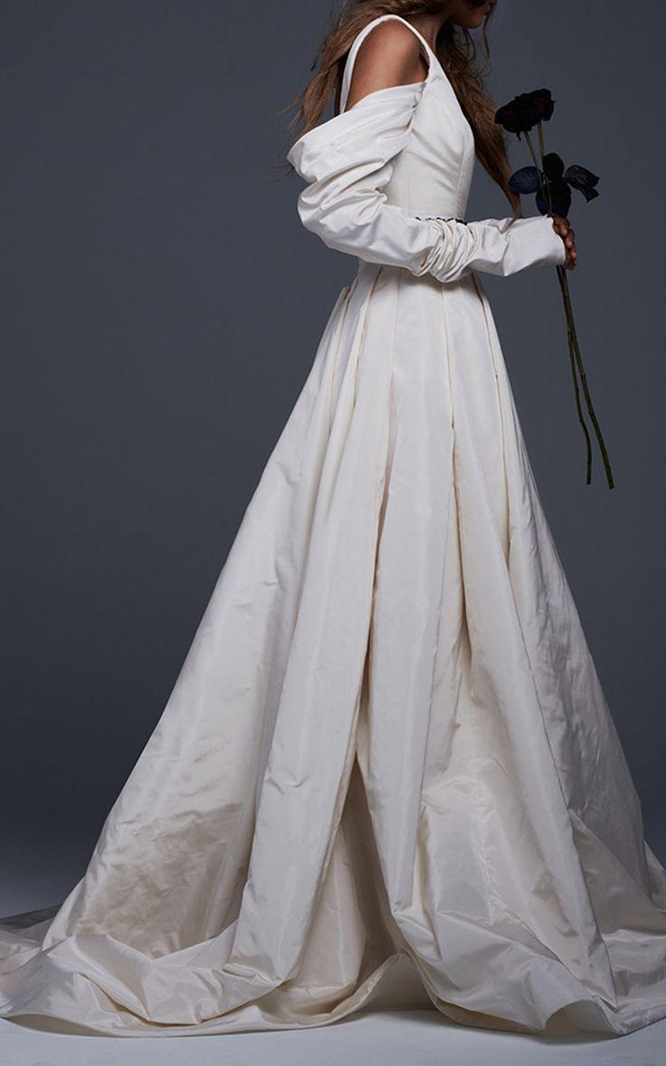 12 best fall 2017 bridal images on pinterest oscar de la for Vera wang rental wedding dresses