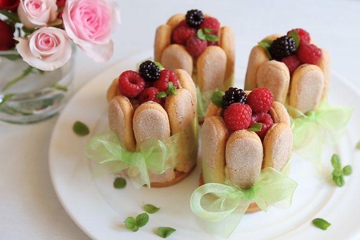 Jednoduchý nepečený dezert, jehož základem jsou cukrářské piškoty. Jak ho sestavit, najdete v našem videu.