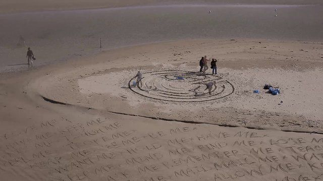 Timelapse of Labyrinth being made by Terry de Vries, as well as Andrew van der Merwe below making sand calligraphy. Photography by Josua de Vries. #LandArtBiennale #LandArt #SiteSpecific #Timelapse
