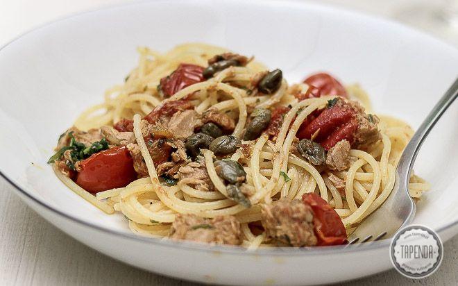Spaghetti z tuńczykiem - przepis - Tapenda.pl