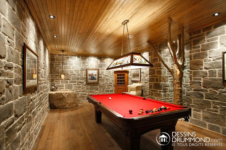 Idées de décor pour le sous-sol ! Belle salle de jeux avec table de pool/ billard ! #DessinsDrummond #Basement #Billard #Design #Ideas #Inspiration #Interior