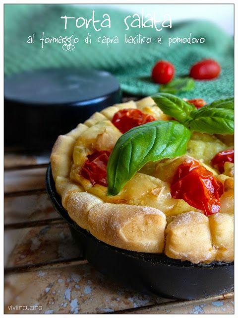 Torta salata al formaggio di capra , basilico e pomodoro