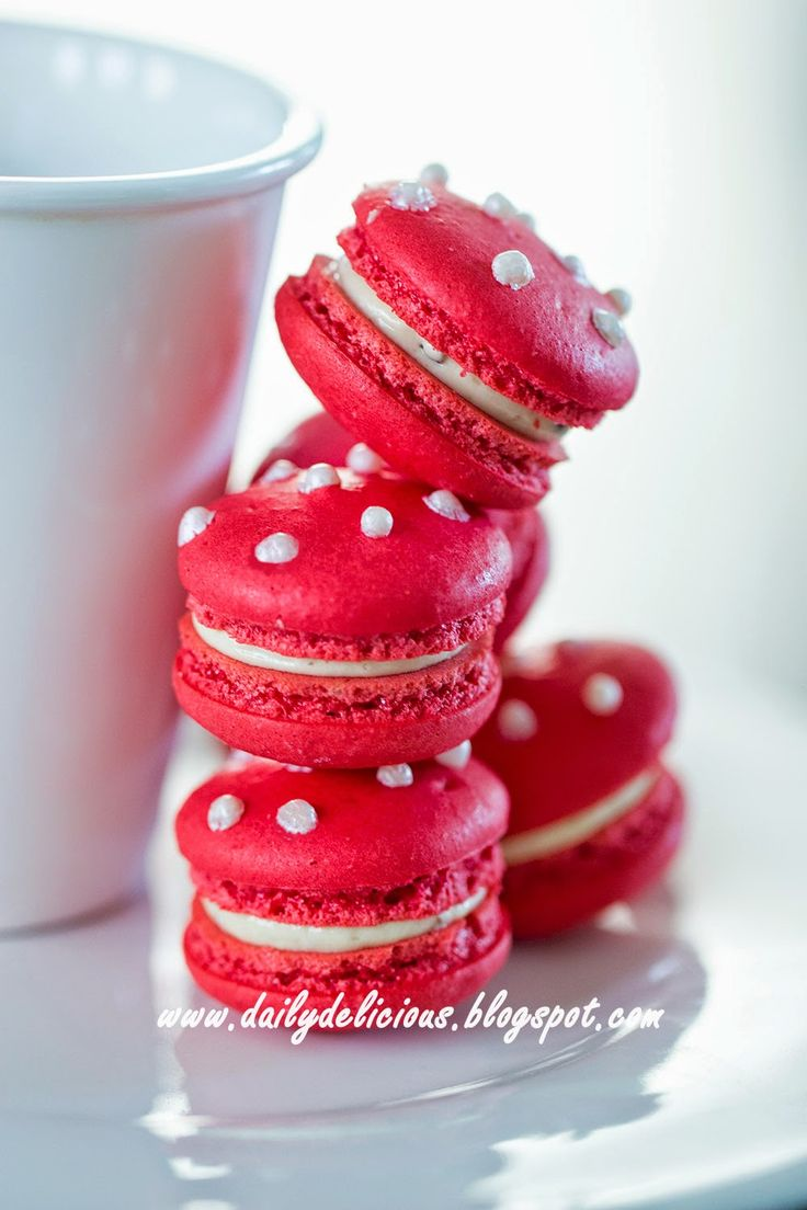 dailydelicious: Red berry Macarons