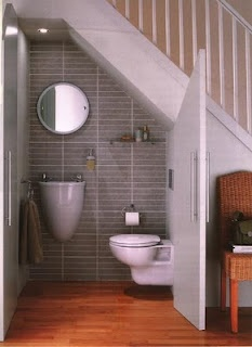 What a brilliant idea!!! Bathroom under the stairs