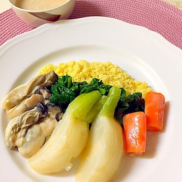 北アフリカの有名料理クスクス、 温野菜(スープで煮込んだ)とカレー風味をつけたクスクスを、酒粕入りの特性スープをかけて頂きます。 - 12件のもぐもぐ - Couscous和風スタイル by Setsuko Hirata