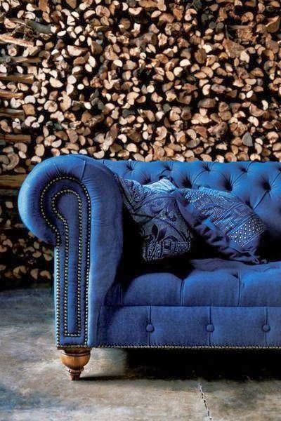 sofa chester tapizado en tela de tonos azulados