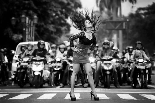 ignore it, enjoy poses on the streets by m salim bhayangkara