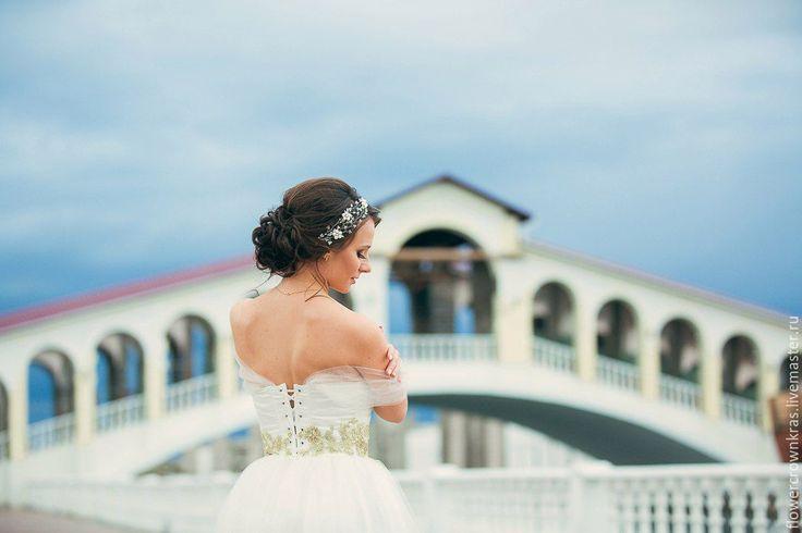 Купить Цветочный ободок из жемчуга и сваровски. Для невесты или на выпускной - украшения из жемчуга