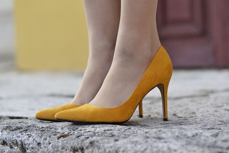 _DSC3765 #tan #pantyhose #heels #pumps